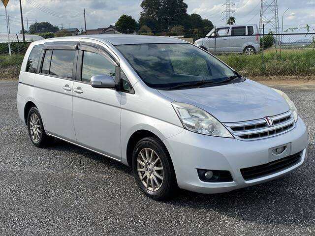 TOYOTA ISIS L